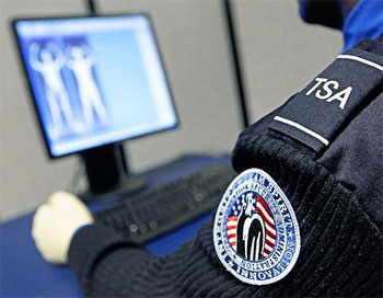 Airline Pilot: Everybody Forced Through Naked Body Scanners in El Paso  tsascan2