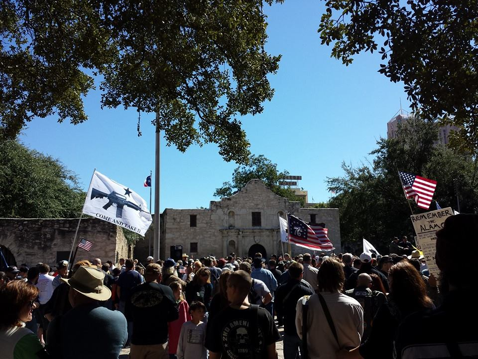 1382185_676933682337794_1798521177_n Gun Owners Defy Tyranny, Defend Constitution at the Alamo