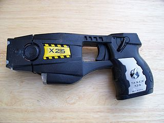 Officer chased woman  through workplace, shooting Taser at her / via Wikimedia Commons