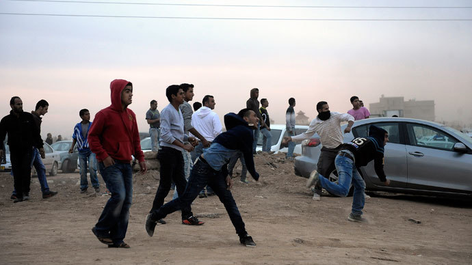 Bedouin demonstrators clash with Israeli security during a protest against the Prawer plan in the southern village of Hura on November 30, 2013. (AFP Photo / David Buimovitch)