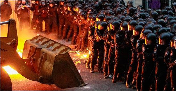 Protestors attempt to break through a police line in Kiev. Credit: jordibernabeu via Flickr
