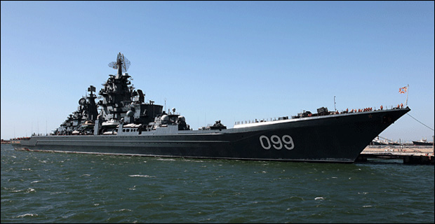 The Russian battle cruiser Pyotr Velikiy sitting at dock. Credit: Digitaldarkroomcreator / Wiki