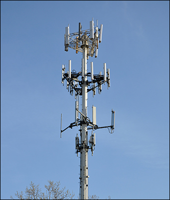 The stingray cell tracking device works by mimicking a real cell phone tower, tricking phones into connecting to it. Credit: Jovianeye / Wiki