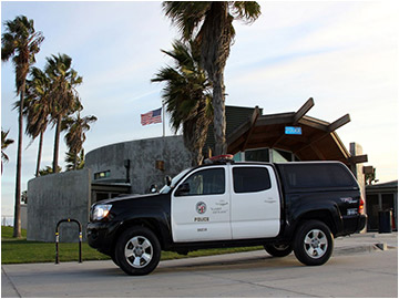 LAPD SUV Parked at Venice Beach / Photo via Wikimedia Commons