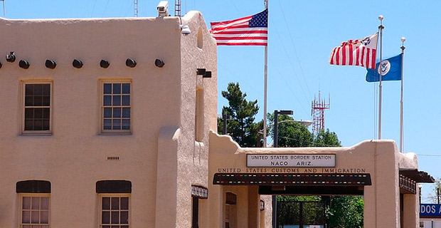 The U.S. border station in Naco, Arizona.  Credit: catchpenny / Flickr