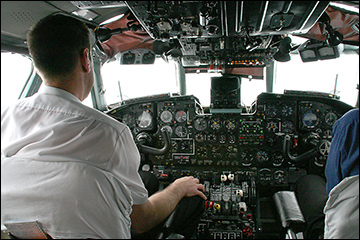 Cockpit of an Antonov An-24 turboprop transport / Photo: Elke Wetzig, Wikimedia Commons