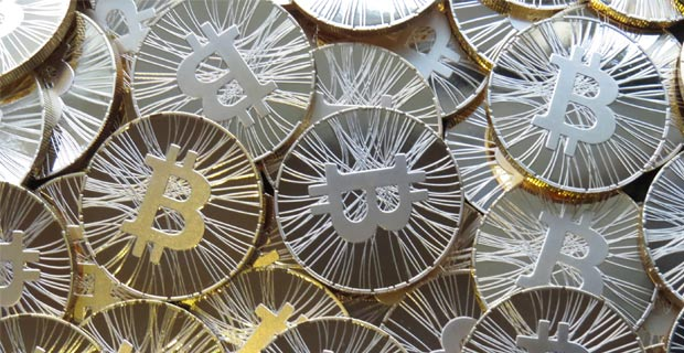 The Antana physical Bitcoin contains Bitcoin network statistics on the back side. Credit: chijs / Flickr