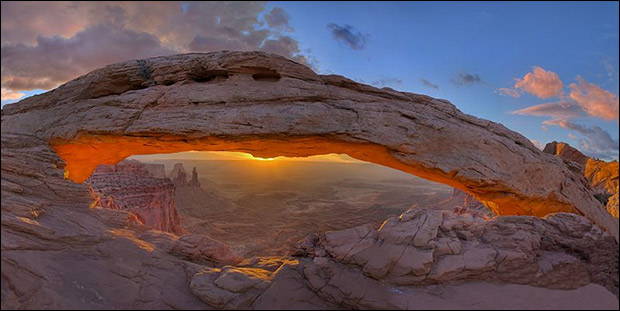 Mesa Arch, in Canyonlands, UT. / Photo: snowpeak, Flickr