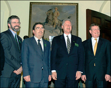 St. Patrick's Day in Washington. Bill Clinton receives Gerry Adams, John Hume and David Trimble at the White House, March 17, 2000. / Photographer: Ron Sachs © CORBIS SYGMA, via Achievement.org